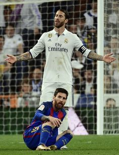 Real Madrid's defender Sergio Ramos (top) gestures beside Barcelona's Argentinian forward Lionel Messi during the Spanish league football match Real Madrid CF vs FC Barcelona at the Santiago Bernabeu stadium in Madrid on April 23, 2017. / AFP PHOTO / PIERRE-PHILIPPE MARCOU