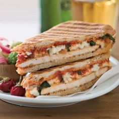 Recipe for Chicken Parmesan Panini. In this clever twist on classic Chicken Parmesan, we transform the ingredients into delicious grilled sandwiches. Fingers Food, Panini Recipes, Sandwich Maker Recipes, Yummy Food, Tasty, Soup And Sandwich, Pizza Sandwich, Snacks Für Party, Comfort Food