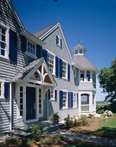 Traditional Shingle House Design #TraditionalShingleHouse #TraditionalShingleHouseDesign  Polhemus Savery DaSilva.