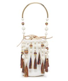 3 Cool and Modern Hippie Outfits For Every Occasion If you've always been intrigued by how cool a hippie style is, then this article is perfect for you. Crochet Handbags, Crochet Purses, Hippie Outfits, Handmade Handbags, Handmade Bags, Hippie Style, Shabby Chic Stil, Diy Handbag, Beaded Bags