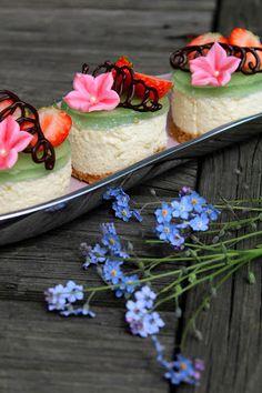 Kakkuviikarin vispailuja!: Raparperi-vaniljaleivokset (juustokakku)