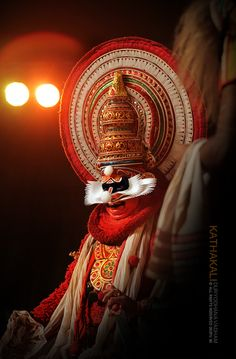 Kathakali - Classical South Indian Dance Indian Classical Dance, Unity In Diversity, Amazing India, India Culture, India Art, Kerala India, Indian Heritage, Folk Dance, Indian Festivals