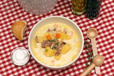 Potato soup with smoked ham - Ciorba de cartofi cu afumatura Smoked Ham, Potato Soup, Cheeseburger Chowder, Soup Recipes, Bacon Chocolate, Oatmeal, Deserts, Potatoes, Favorite Recipes