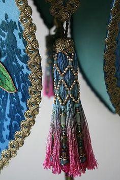 Ombre tassel with beads Diy Tassel, Tassel Jewelry, Diy Jewelry, Tassel Necklace, Beaded Jewelry, Tassels, Handmade Jewelry, Jewelry Making, Jewellery