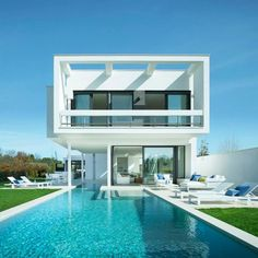 Sale of luxury houses and Villas in Girona, 50 minutes from Barcelona. Designer villas that blend elegance and comfort. Real Estate Buyers, Luxury Real Estate, Exclusive Real Estate, Spanish Villas, Spacious Living Room, Style At Home, Home Buying, Luxury Homes, Modern Design