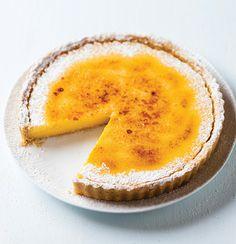The ultimate brûlée lemon tart Fun Desserts, Delicious Desserts, Dessert Recipes, Yummy Food, Dessert Ideas, Citrus Recipes, Mouth Watering Food, Sweet Tarts, Cheesecake Recipes