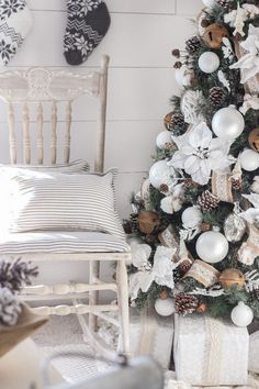 Business Ideas For Women Discover White and Cream Christmas Bedroom - Love Grows Wild This cozy master bedroom is beautifully decorated for Christmas with soft neutrals and tons of farmhouse charm. Small Christmas Trees, Christmas Tree Themes, Cozy Christmas, Rustic Christmas, White Christmas, Christmas Mantles, Vintage Christmas, Christmas Villages, Victorian Christmas