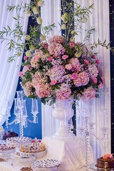 Un día mágico en el mes de las flores #matrimoniocompe #bodasperu #primavera #bodaenprimavera #primaveral #mesdelamorylaamistad Outfit Primavera, Floral Wreath, Wreaths, Table Decorations, Home Decor, Fresh Flowers, Simple Wedding Gowns, Elegant Wedding, Beach Weddings