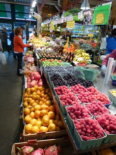 Interior del mercado en Granville Island, Vancouver, #Canada. Photo: Lazy B via Flickr #18