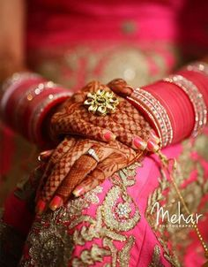 Fantastic Wedding Advice You Will Want To Share Indian Wedding Couple Photography, Indian Wedding Bride, Indian Wedding Photos, Wedding Photography Poses, Indian Bridal, Punjabi Wedding, Indian Weddings, Photographer Wedding, Bridal Poses