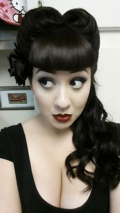 curl up & dry rockabilly hair (hair style girl victory rolls) Style Rockabilly, Rockabilly Fashion, Rockabilly Girls, Rockabilly Hairstyle, Rockabilly Makeup, Retro Hairstyles, Easy Hairstyles, Wedding Hairstyles, Hairstyle Ideas