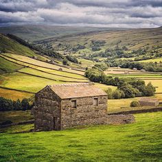 Take me back to the dales#dales #yorkshiredales #landscape #countryside #limestonewall #cloudporn #yorkshire #barn #fields #Padgram
