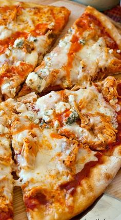 Buffalo Chicken Pizza by A Family Feast. Buffalo Chicken Pizza - An outrageously good pizza (perfect for game day parties!) using our popular Slow Cooker Pulled Buffalo Chicken recipe. Buffalo Chicken Pizza, Pollo Buffalo, Buffalo Chicken Recipes, Pizza Cool, I Love Pizza, Pizza Pizza, Pizza Party, Pizza Dough, Perfect Pizza