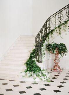 Hochzeitsdekore hortensie Greenery Garland I Staircase Garland I Wedding Backdrop Wedding Stairs, Stair Banister, Banisters, European Wedding, Stair Decor, Greenery Garland, Luxury Wedding Venues, Ceremony Backdrop, Royal Weddings