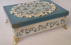 Decoupage Vintage, Decoupage Box, Crafts To Sell, Diy And Crafts, Cigar Box Projects, Painted Wooden Boxes, Gift Box Design, Handmade Tags, Tea Box