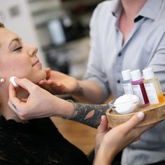 Mit Hilfe des Identi-Tests von La Biosthetique können wir in unserem Salon rasch feststellen was Ihrer Haut fehlt und die passende Pflegebehandlung und Gesichtspflegeprodukte für Sie zusammenstellen.    Ob zu trocken, zu feucht oder zu fettig, wir finden die richtige Pflegelösung für Sie.    Foto Credit: www.kacy.at #friseur #wien #hair #skin #makeup #1010wien #labiosthetique