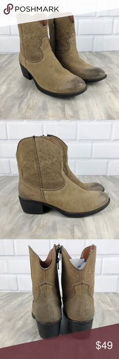 """Born Boc Studded Ankle Boots Leather Size 8 Preowned Women's Born Boc Studded Ankle Boots Size 8 Tan with studded sides Oiled toe Great condition see photos No box Nonsmoking home Approx 2.5"""" block heel Zip closure up the side Leather Inside has a soft plaid lining Born Shoes Ankle Boots & Booties"""