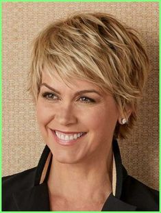 35 Pretty Pixie Haircuts for Thick Hair in Are ladies pixie cuts in for 2019 Definitely! The short pixie haircut is as yet hot and getting one is the ideal method to emerge from the group. Short Hairstyles For Thick Hair, Short Hair With Bangs, Short Pixie Haircuts, Short Hair With Layers, Short Hair Cuts For Women, Pixie Hairstyles, Short Hair Styles, Layered Hairstyle, Beehive Hairstyle