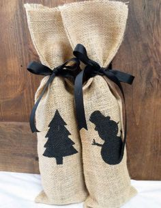2014 Christmas burlap wine gift bag with snowman and tree patterns - Christmas tree decoration , Christmas wine bag , Christmas black stain cord Wine Bottle Gift, Wine Bottle Covers, Wine Gifts, Burlap Christmas, Christmas Bags, Christmas Gift Wrapping, Christmas Decor, Christmas Presents, Christmas Trees