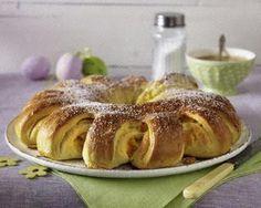 Gefüllter Sonnen-Hefekranz mit Puddingcreme und Aprikosen Rezept