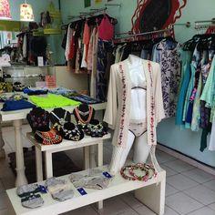 Ropa nueva y mercancía con descuentos las esperan en la Peli. Por ejemplo, toda la lencería mexicana de Stela Tangassi lingerie tiene el 30% #rebajas #descuentos #peligrosos #hechoenmexico #lencería #amolapeli