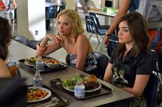 "Pretty Little Liars 3x03 ""Kingdom of the blind"" @AshleyBenzo @Lucyyhale"