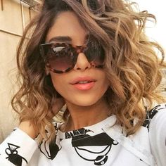 Dream Closet / 2016 Ray Ban Sunglasses , pretty and cool. Curly Lob, Curly Hair Cuts, Short Curly Hair, Curly Hair Styles, Permed Hairstyles, Medium Length Curly Hairstyles, Balayage Hair, Dark Hair, New Hair