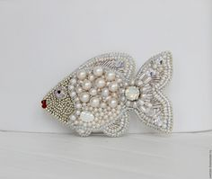 Купить Брошь - рыбка Жемчужная в интернет магазине на Ярмарке Мастеров