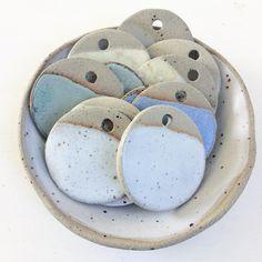255 отметок «Нравится», 10 комментариев — Lilly Mandarano (@thesupersparrow) в Instagram: «colour samples ⚪️⚫️ . • • • • • • #ceramics #pottery #tableware #foodie #handmade #rustic #maker…»