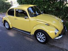 (ô.\_!_/.ô) Vw Beetle 1303s (1973) My parents bought a new '73 Super Beetle. The car I used to learn to drive. Theirs was beige with the upgraded chrome package and AC!