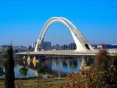 Puente Lusitania (Merida) Puente de Lusitania, construido por Santiago Calatrava en 1991 / Lusitania Bridge, builded by Santiago Caltrava in 1991.