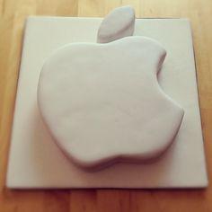 Caros Zuckerzauber Blog - Zuckerblumen, Motivtorten und vieles mehr: Torte für einen Apple Fan :-)