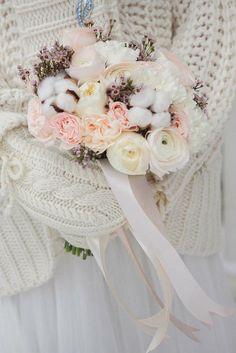 Tender classic white-pink wedding bouquet with garden roses, ranunculus and cotton. Very elegant and classy. Ideal for winter wedding. Классический нежный зимний букет невесты в бело-розовых тонах с пионовидными розами, ранункулюсами, хлопком.