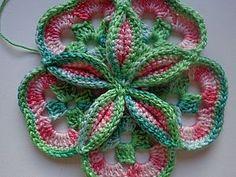 Здравствуйте! Хочу предложить вам связать объёмный цветок крючком. Для этого нам понадобятся любые нитки двух цветов и крючок. 1. Набираем цепочку из 8 воздушных петель, замыкаем в круг соединительным полустолбиком. Далее вяжем по схеме 1 ряд. 2. Далее меняем нить (без отрыва) и вяжем другим цветом по схеме 2 ряд. 3. Снова меняем нить и вяжем по схеме 3 ряд. 4.Получился лепесток цветка.