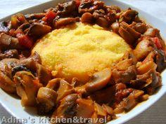 Reteta culinara Tocanita de ciuperci cu mamaliguta din categoria Mancaruri de legume. Specific Romania. Cum sa faci Tocanita de ciuperci cu mamaliguta