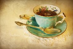 i love the image inside the cup and the small fork-like thing that I assume is for fetching out the tea bag? Vintage China, Vintage Tea, Tea Tins, Romance And Love, Tea Art, High Tea, Drinking Tea, Painting On Wood, Alice In Wonderland