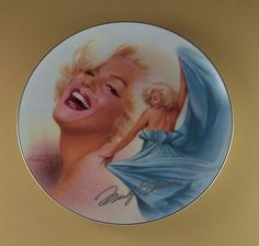 Marilyn Monroe - 'A Twinkle In Her Eye'. Collectible porcelain plate. Issue #4 in the 'Reflections of Marilyn' series. Artwork by Chris Notarile. The Bradford Exchange.