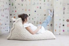 handmade charlotte :: Knitted Bean Bag :: design for kids and the home Puf Grande, Crochet Home, Knit Crochet, Floor Pillows And Poufs, Knitted Cushions, Knitted Pouf, Large Cushions, Knitted Bags, Futons