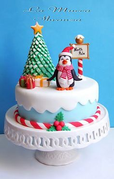 Penguin North Pole Christmas Cake Holly and ben Christmas Cake Designs, Christmas Cake Topper, Christmas Cake Decorations, Christmas Cupcakes, Christmas Sweets, Christmas Cooking, Holiday Cakes, Noel Christmas, Xmas Cakes