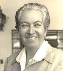 Gabriela Mistral, poeta chilena que recibe el   premio Nobel en 1945