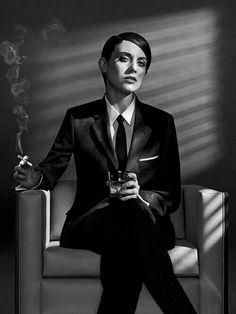 Ladies in Suits: It suits them fine. Androgynous Fashion, Tomboy Fashion, Fashion Outfits, Dandy, Drag King, Alison Brie, Glamour, Mad Men, Suits For Women