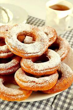 Orkiszowe oponki bez cukru (erytrol) Sugar Free Sweets, Eat Dessert First, Onion Rings, Doughnut, Fries, Yummy Food, Ethnic Recipes, Tiramisu, Diet