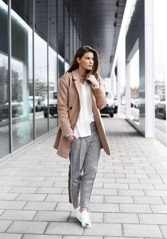 FASHIIONCARPET.COM  camel coat, adidas superstars metal toe, beiger mantel, adidas superstars metallkappe, wollhose, streetstyle, german blogger