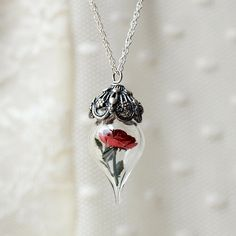 Breath taking rose necklace!!! I need/want this so bad