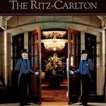 ザ・リッツ・カールトン大阪 - 外観写真:「ようこそリッツへ♪」正面玄関では、こんな感じで素敵なドアマンさんが、お出迎えして下さいます。エントランスから雰囲気が素晴らしいです。(この写真はHPより。)