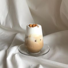 shared by ʟɪɴᴀ on We Heart It Coffee Cafe, Iced Coffee, Coffee Drinks, Aesthetic Coffee, Aesthetic Food, Korean Aesthetic, Beige Aesthetic, Coffee And Books, Cafe Food