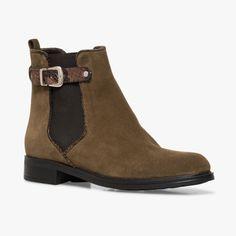 Chelsea boots marron en cuir velours Ce chelsea a beaucoup charme avec ses bords et sa bride façon python. A noter, sa tirette à l'arrière du pied pour faciliter le chaussant.  •#SHOESINMYLIFE On peut l'associer avec un skinny sobre pour mettre en valeur la paire de chaussures. •Prendre votre pointure habituelle
