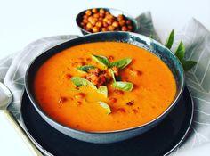 soep van geroosterde tomaten en paprika met kikkererwten