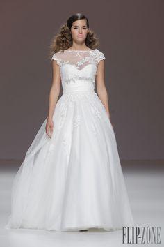Cymbeline 2015 collection - Bridal - http://www.flip-zone.com/fashion/bridal/the-bride/cymbeline-4740