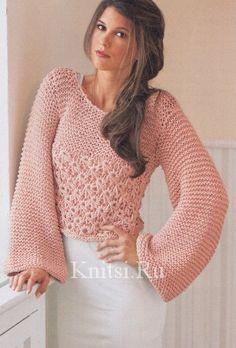 Короткий пуловер с расклёшенными рукавами
